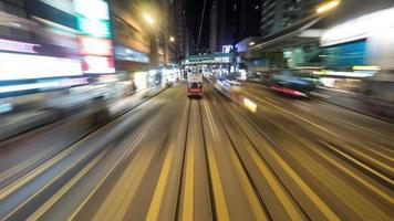 hong kong, 2020 - autobús de dos pisos en la carretera foto