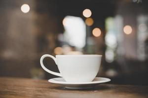 foto de efecto de estilo vintage de una taza de café en un café