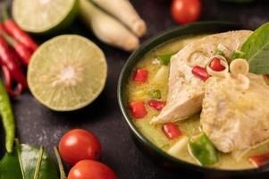 Green curry dish with chicken, chili and basil and tomato and lime