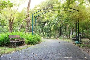 arco en el jardín