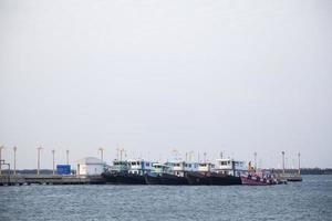 barcos en el puerto deportivo de tailandia