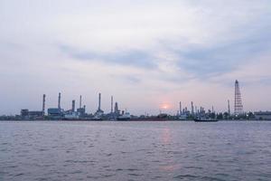 Planta de refinería de petróleo en Tailandia foto