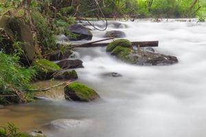 Disparo de larga exposición de un arroyo en Tailandia