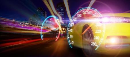 velocímetro de coche deportivo foto