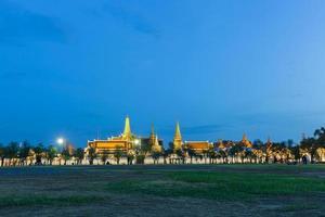 Wat Phra Kaew en Bangkok por la noche
