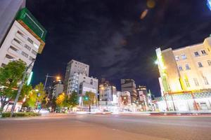intersección en asakusa, tokio en japón foto