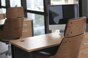 oficina vacía con muebles de madera foto