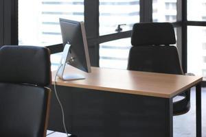 oficina limpia y vacía foto
