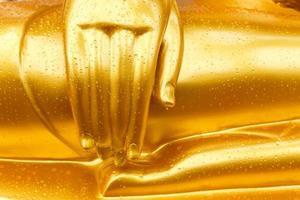gota de rocío en la mano de Buda