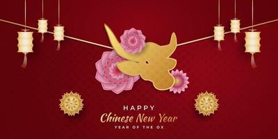 año nuevo chino 2021 año del buey. Feliz año nuevo lunar banner con buey dorado y linterna y adornos de flores de colores sobre fondo rojo. vector
