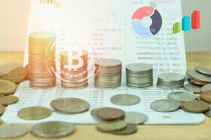 apilado de monedas de dinero foto