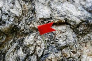 bandera en roca