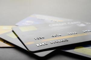 tarjetas de crédito apiladas juntas