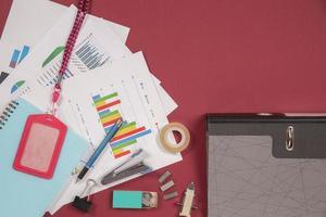 escritorio de mesa de oficina plano, vista superior foto