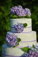 Purple hydrangeas on a cake