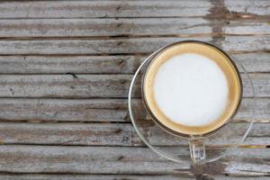 Vista superior del café en la mesa de madera foto