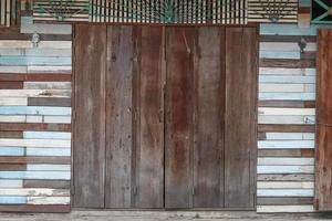 puerta de madera recuperada