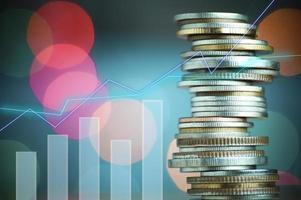 monedas para el concepto de finanzas y banca foto