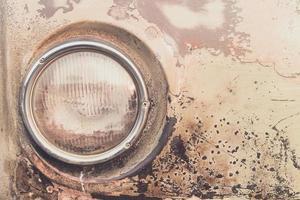 un faro del coche viejo foto