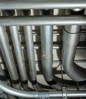 tubos de aire acondicionado debajo del techo