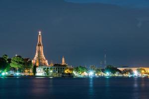 Wat Arun temple at twilight photo