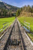 ferrocarril en mt. stanserhorn, suiza