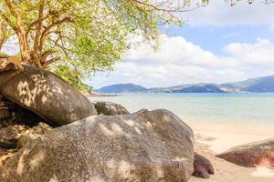 playa paraíso en phuket, tailandia foto