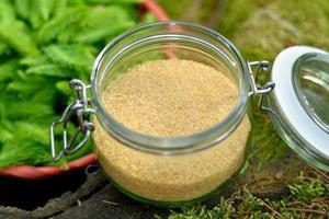 azúcar de caña en tarro
