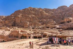 Tumbas y templos en Petra, Jordania, 2018