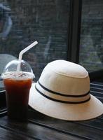 sombrero y cafe