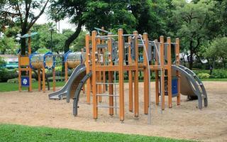 área de juegos en un parque foto