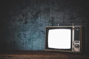 naturaleza muerta con tv retro foto