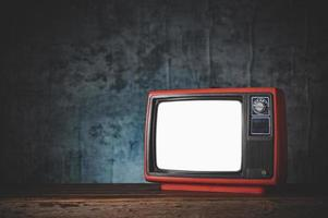 naturaleza muerta con un televisor rojo retro foto