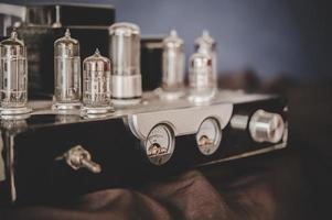 Bodegón con receptor de radio retro foto