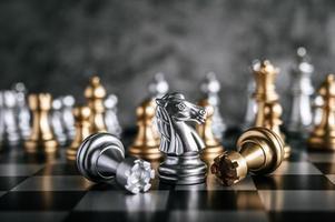 ajedrez de oro y plata