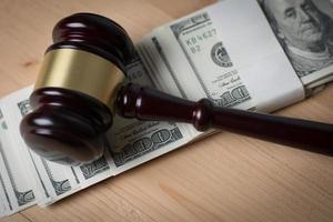 Martillo de corte en efectivo surtido, close-up foto