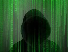 joven hacker trabajando duro para resolver códigos de contraseña en línea