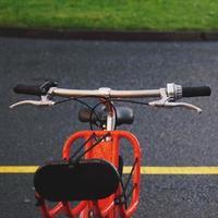 manillar de bicicleta naranja foto