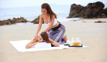 spa tradicional y masaje en la playa foto