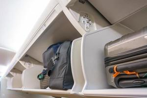 Carry-on luggage storage compartment on an airplane