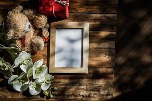 Vista superior del marco de fotos con sombra de árbol