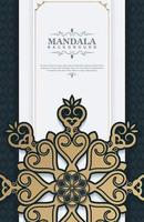 Tarjeta decorativa mandala de lujo en color dorado. vector