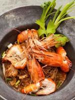 Vermicelli de langostinos al horno con salsa de soja