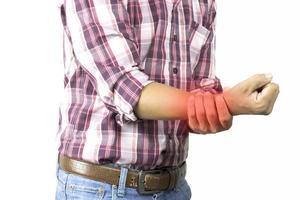hombre que sufre de dolor en la mano foto