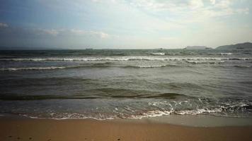 paesaggio marino del mare e della spiaggia sabbiosa