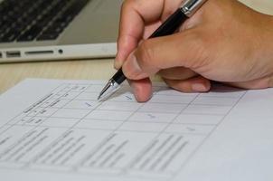 documentos de evaluación de la satisfacción empresarial, calificación de la competencia mediante una marca de verificación