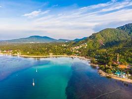 Vista aérea de la hermosa playa tropical en la isla de Koh Samui, Tailandia
