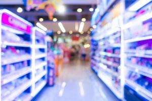 Desenfoque abstracto y desenfoque del interior del supermercado foto