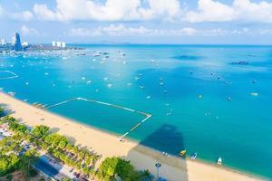 Hermosa playa tropical en la ciudad de Pattaya, Tailandia