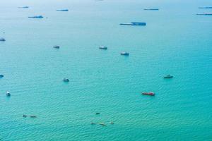 barcos en la ciudad de pattaya, tailandia